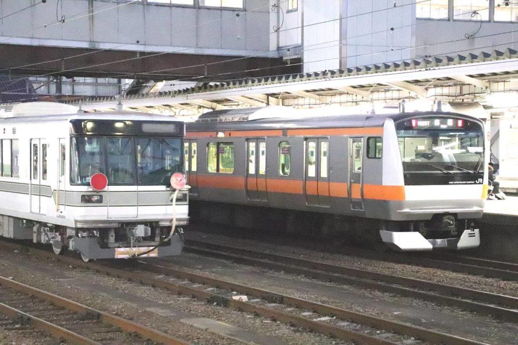 東京メトロ日比谷線の電車「03系」JR中央本線を走る 長野電鉄へ「再 ...