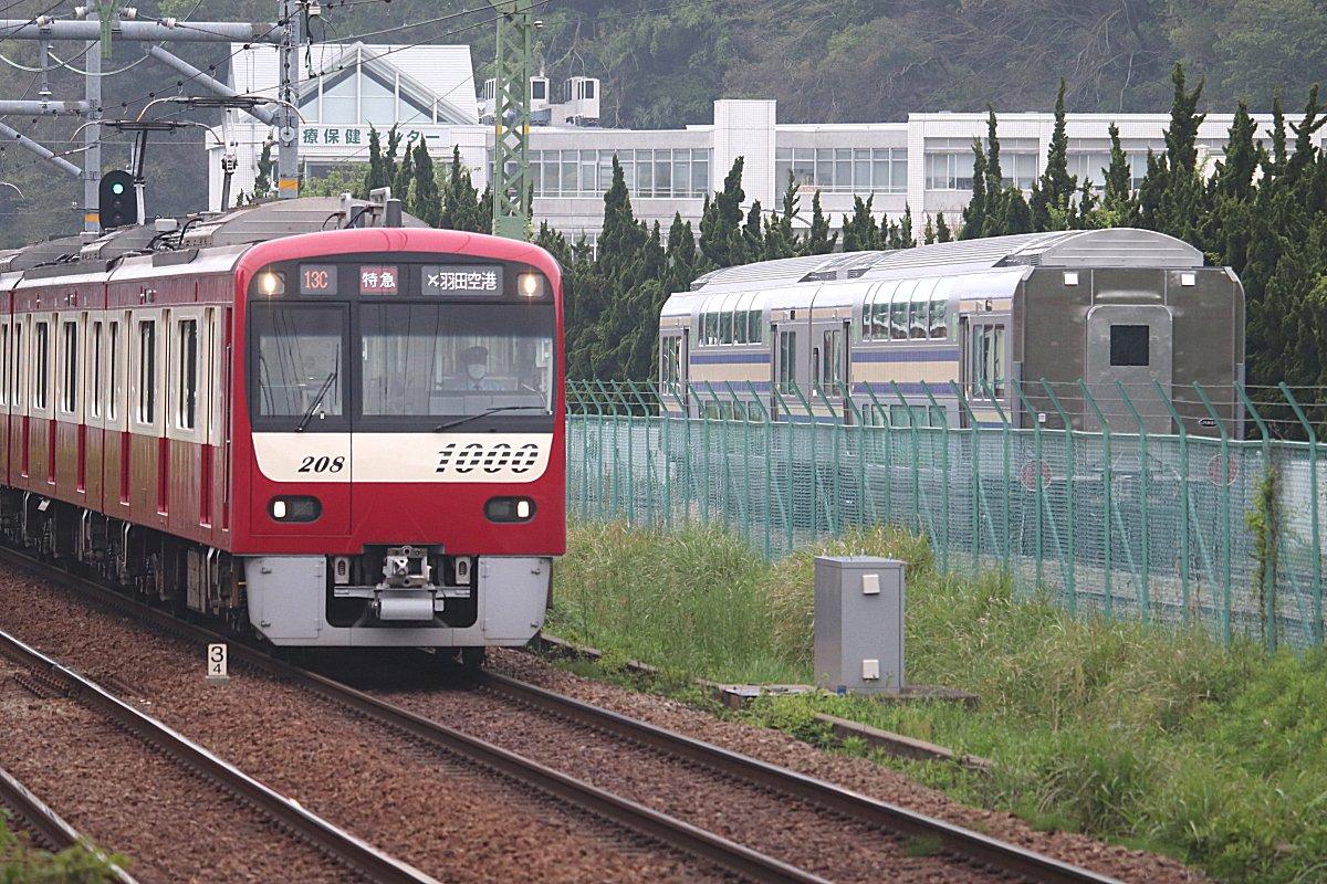 e235 系 グリーン 車